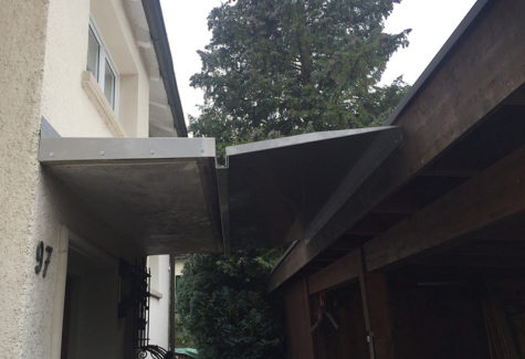 Verkleidung und Erweiterung Vordach